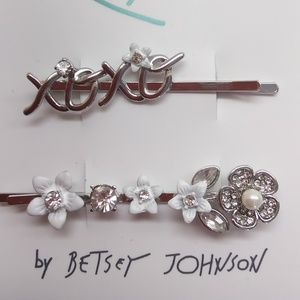 """Betsey Johnson New Silver """"XOXO"""" & Flower Hairpins"""
